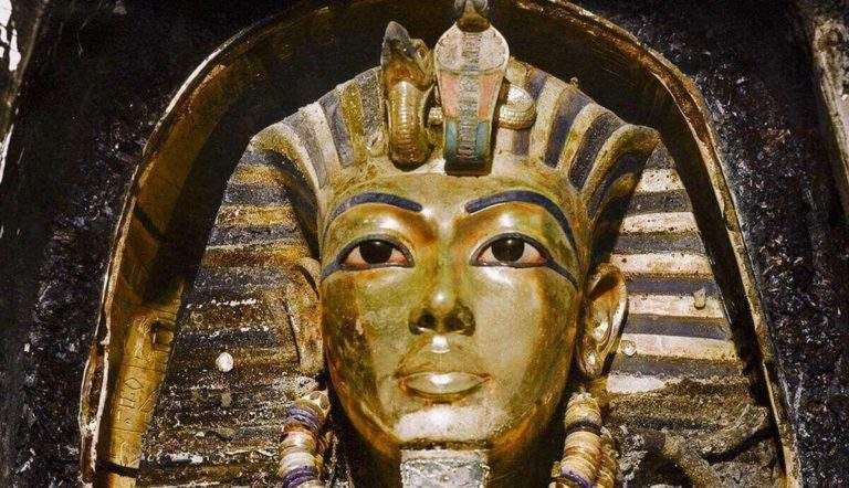 King Tut's tomb - the untold story - tomb looted twice, a forgotten Pharaoh, discovery of gold mask and treasure